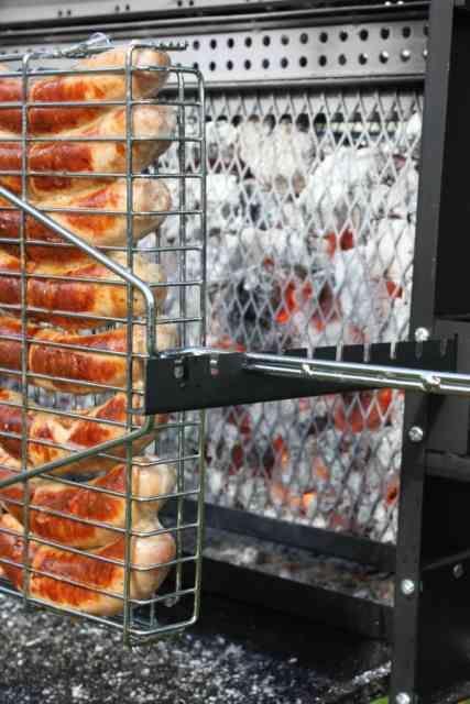 Pingl par ayad alani sur bbq idea pinterest fumoir bricolage et feux de bois - Grille pour barbecue vertical ...