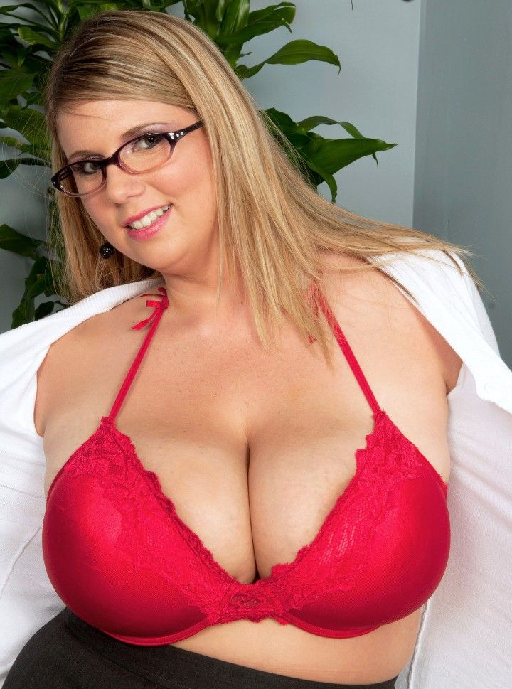atrractive overweight women with glasses