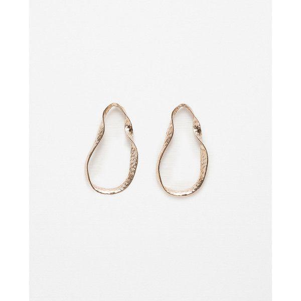 Zara Twisted Hoop Earrings (1.030 RUB) ❤ liked on Polyvore featuring jewelry, earrings, golden, sea shell jewelry, seashell earrings, hoop earrings, twist earrings and seashell jewelry