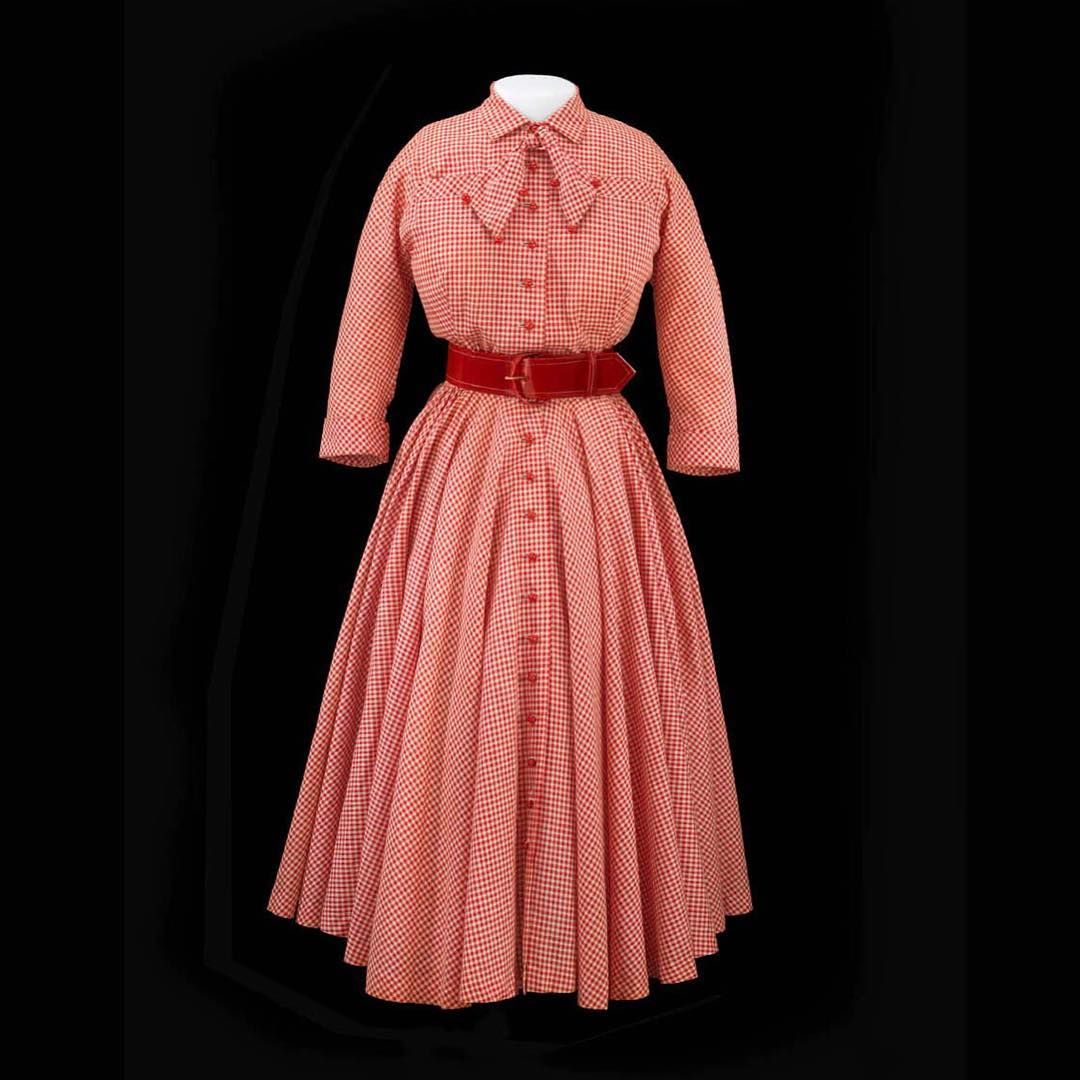 """Claire McCardell dress, 1950s.  This was considered a cool, casual, and carefree style for the postwar American woman and homemaker. Made of cotton…"""