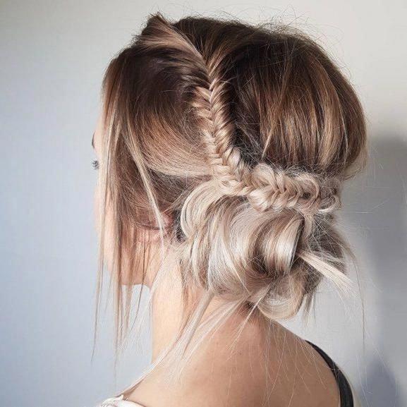Inspiración de peinado updo trenzado de cola de pez, peinados updo desordenados, trenza Crown ha …
