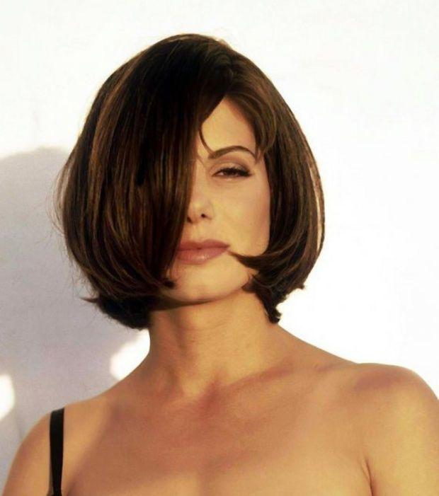 Bevorzugt Sandra Bullock adopte la coupe de cheveux carré plongeant | Coupe  KI87