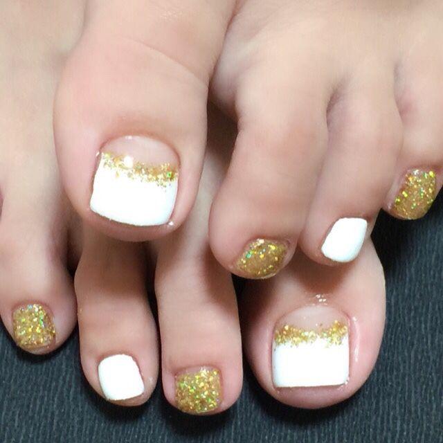 white and Gold Toe Nail Art #nailbook