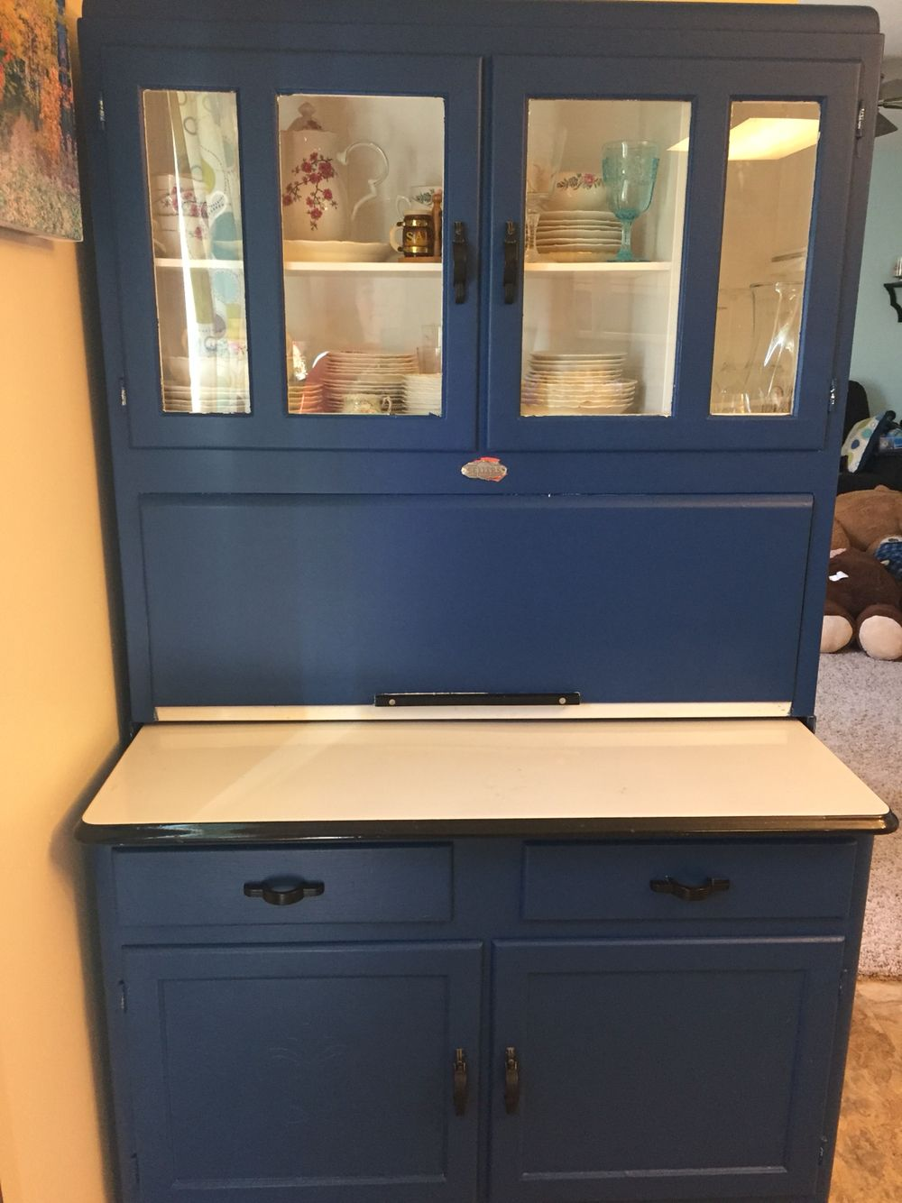 Hutch makeover. The deep blue turns this into a showpiece.