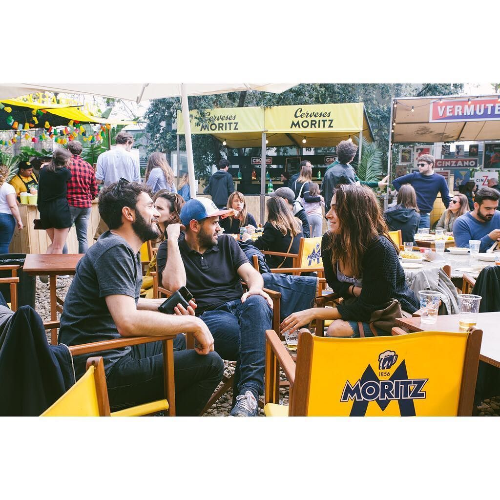 Aquest mes de maig sóc la fotògrafa de Palo Alto Market paradetes de menjar beure dolços per parar un tren dissenyadors a tutiplén workshops per nens teatre concerts.. Veniu avui! #paloaltomarket #bcn #moritz #market #musica #teatre by lappoch