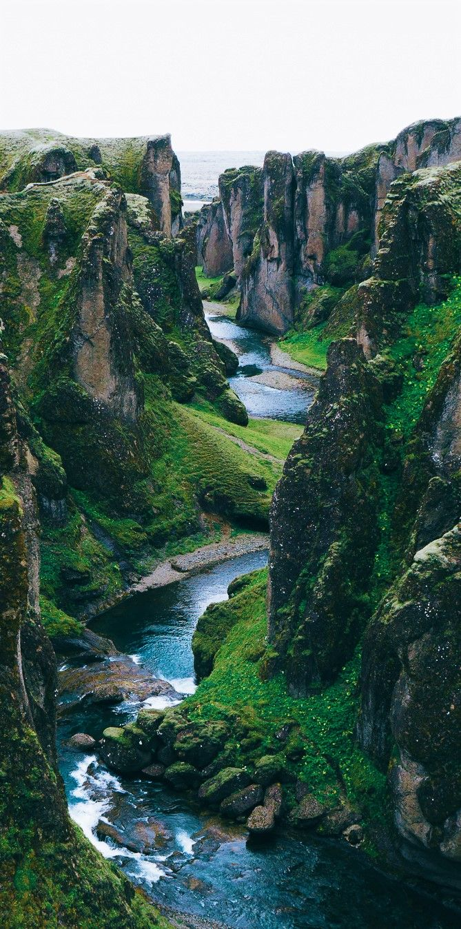 Best Photography Landscapes In Iceland - Fjaðrárgljúfur Canyon #beautifulplaces