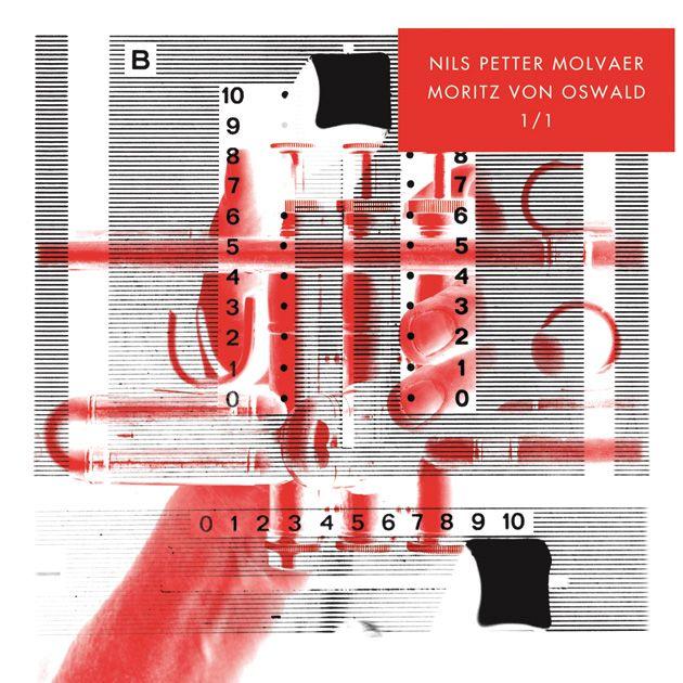 So eine wunderschöne Platte! Hier haben zwei Klangwelten zueinander gefunden, so ist der erste Eindruck beim ersten Hören. Die zurückgenommene Jazztrompete von Nils Petter Molvaer und die fein austarierten dunklen Electronica von Moritz von Oswald – sie mögen einander.