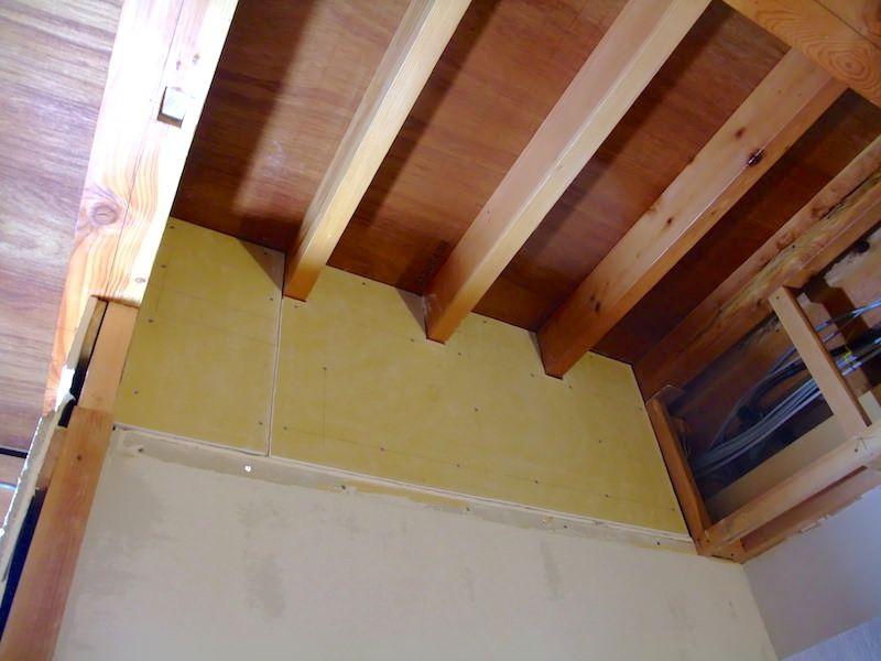 部屋の天井を抜いた後の補修 間仕切り壁を作るための下地を組む 99