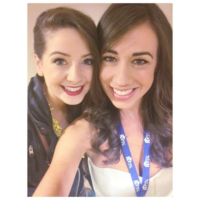 zoella and Miranda sing! in the same picture! TOGETHER!!!!!! that's even better than seeing Miranda without her lipstick !!!! and that's in the pic to