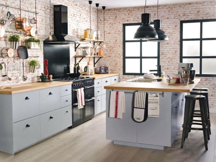 cocina con paredes revestidas de ladrillos pequeños, muebles cocina ...