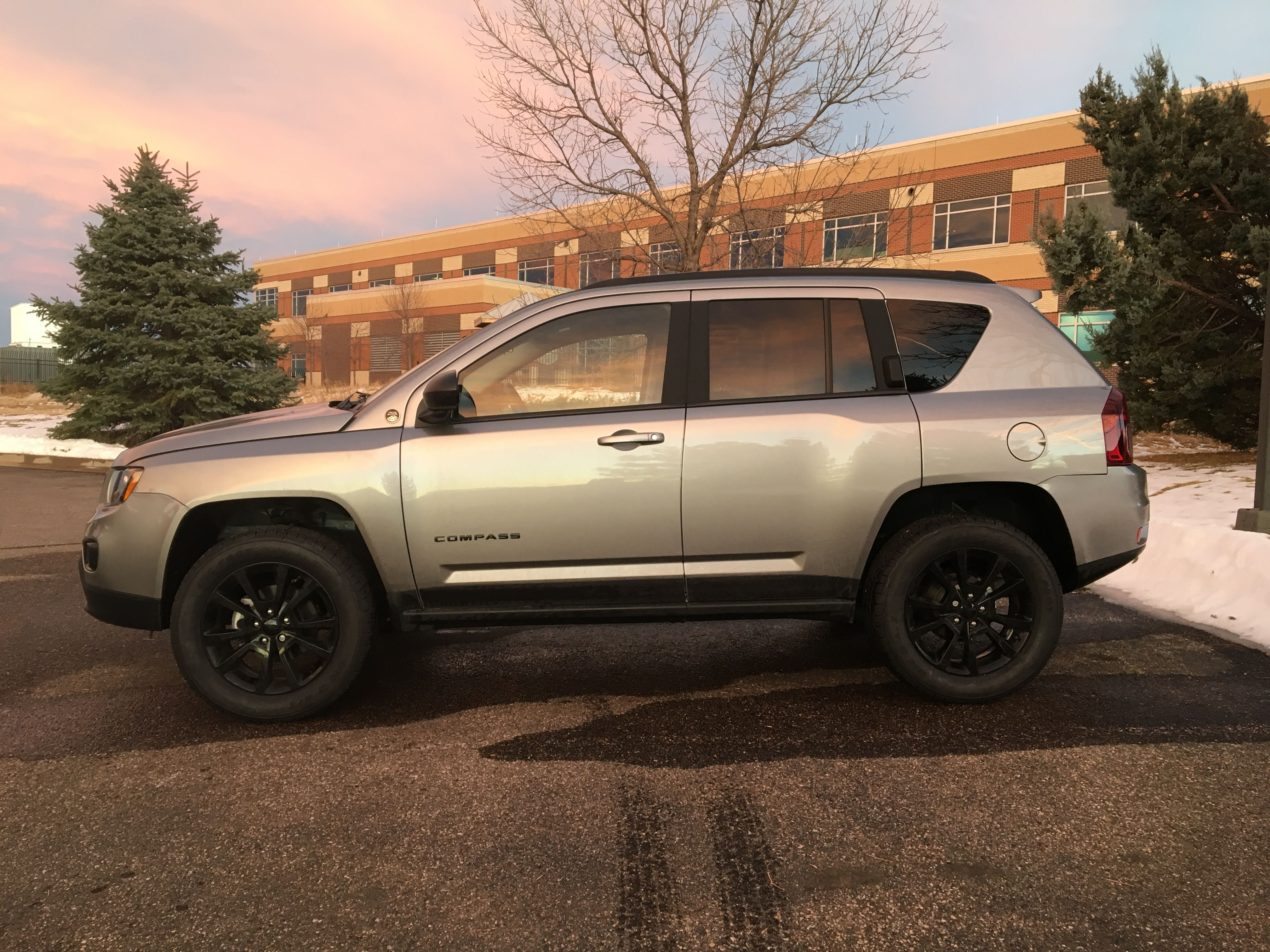 jeep compass with rocky road lift cars pinterest jeep compass jeeps and jeep life. Black Bedroom Furniture Sets. Home Design Ideas