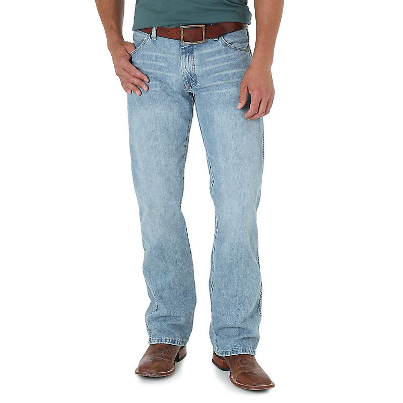 b3d10300745d Wrangler Men s Retro Slim Fit Bootcut Jeans (Size  30 x 34) Light Blue