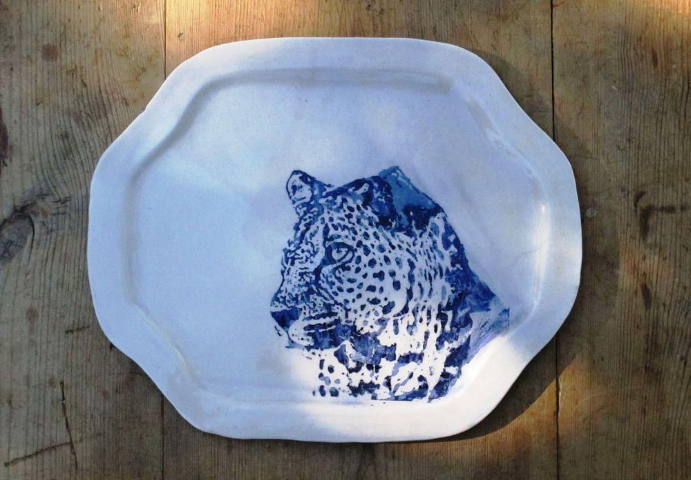 bandeja en loza blanca con dibujo en azul cobalto32x27cm