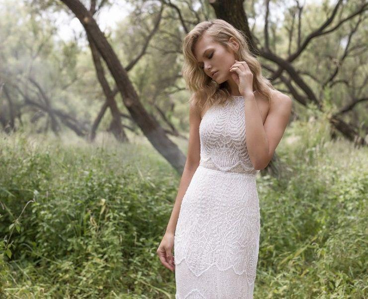 Halter neck crop top wedding dress | itakeyou.co.uk #wedding #weddingdresses #weddingdress #weddinggown #limorrosen