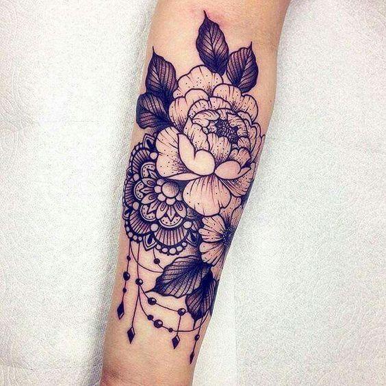 "Photo of Roberto Euán en Instagram: ""?✨? ¡Gracias Maegan! #peony #ornamental #tattoo #blackclaw #equilattera #wlba roberto.euan@gmail.com """