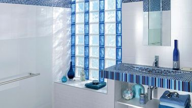 les briques de verre pour une salle de bain lumineuse app pinterest lapeyre briques et. Black Bedroom Furniture Sets. Home Design Ideas
