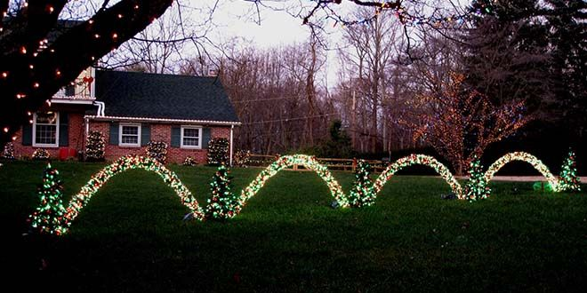 Leaping Arches Are Just So Darn Cool In Christmas Displays