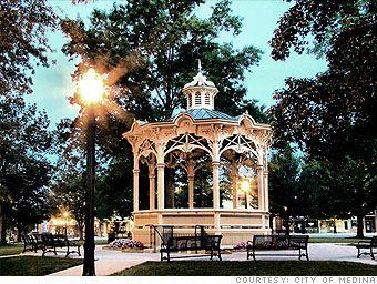 I Live In Medina Oh The Square Is Gorgeous It S A Story Book Town Medina Medina County Medina Ohio
