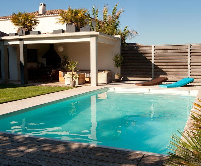 Pool House Et Cloture En Bois Piscine Amenagement Exterieur Mobilier De Salon