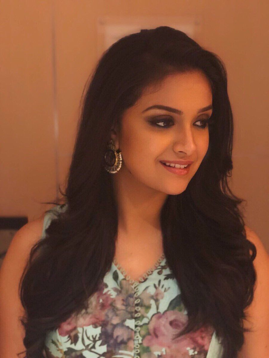 Two Big Biopics on Former CM - All eyes on Keerthy Suresh!