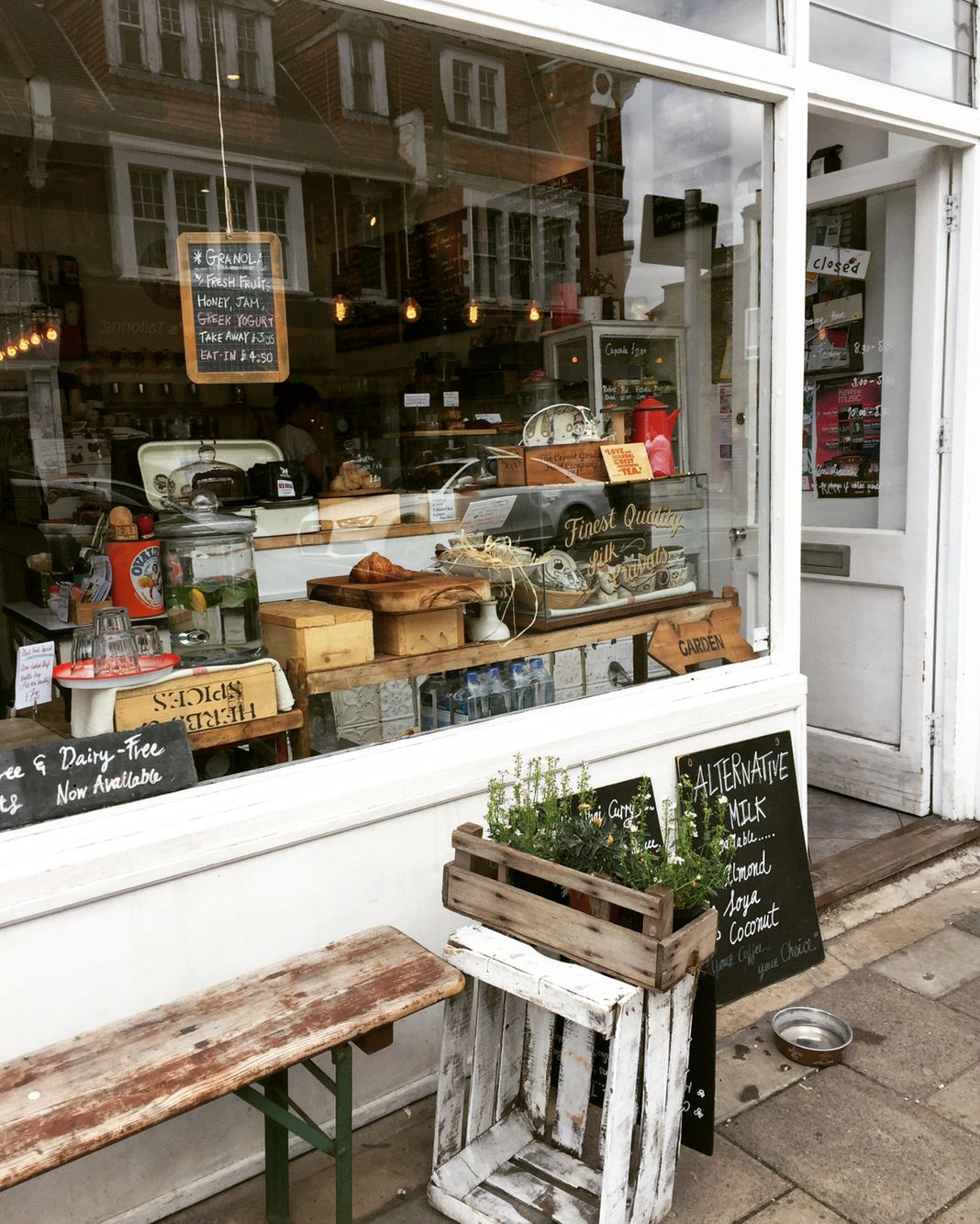 The Robin Craft Café. Sheen Lane. INSTAGRAM: mamacatarina885