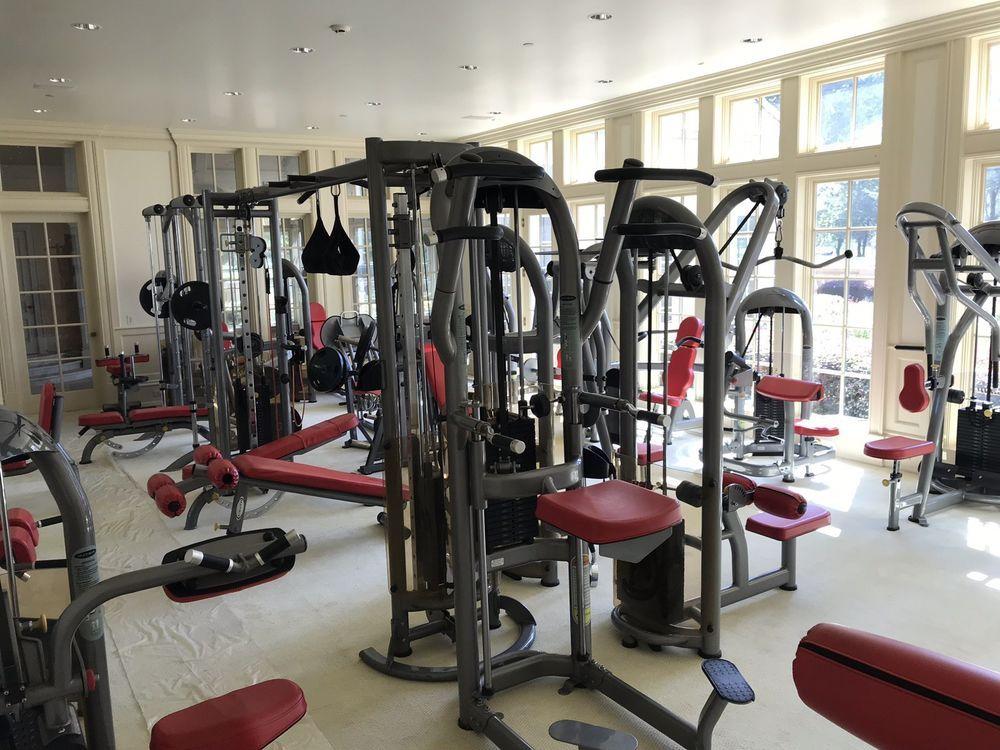 Slightly Used Full Commercial Gym Equipment Set Snapfitness At Home Gym Home Gym Equipment Gym Setup