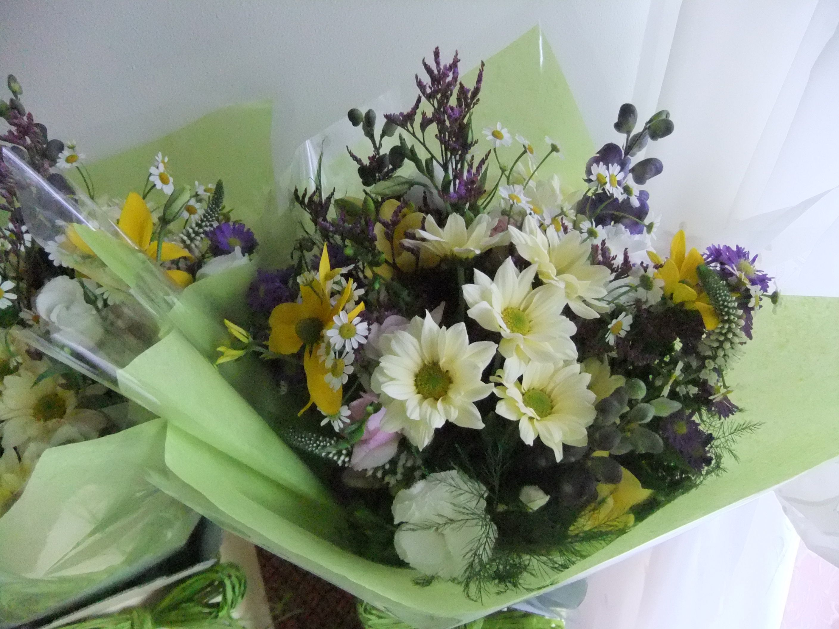 Thank-you\' bouquets for the mothers of the Bride and Groom ...