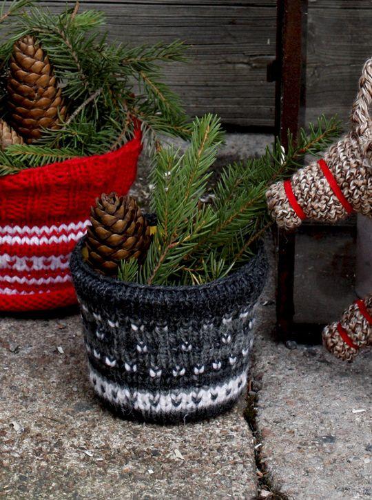 Kukkaruukun suojus Novita 7 Veljestä | Novita knits
