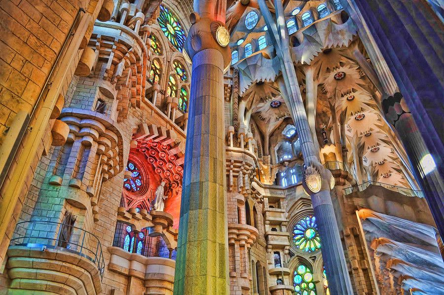 Basilica de familia sagrada barcelona wrap inspiration for Kathedrale barcelona gaudi