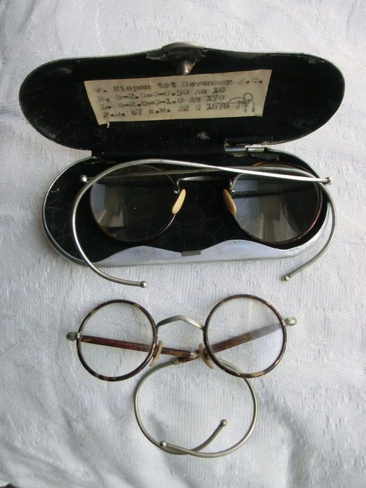 cf3b56fd48 Online veilinghuis Catawiki  2 antieke ronde brillen - volwassen en  kinderbril