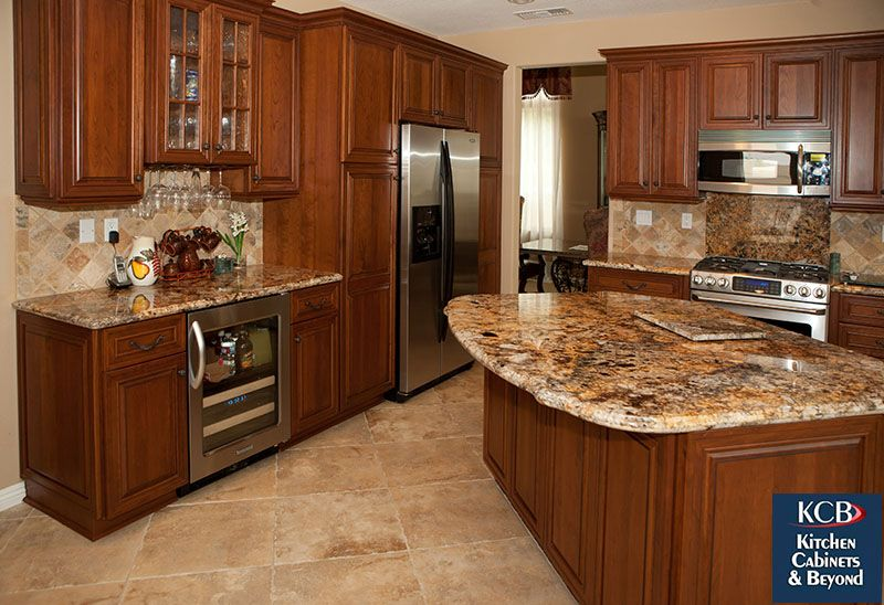 A Traditional California Kitchen Remodel In Orange County Ca By Kitchen Cabinets And Beyo Kitchen Cabinet Remodel Traditional Kitchen Remodel Kitchen Cabinets