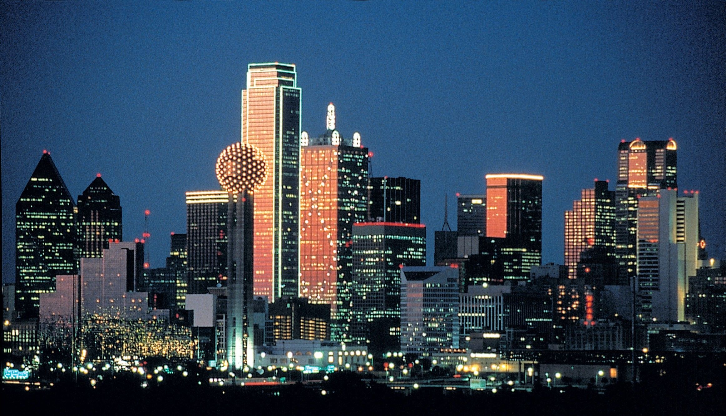 Dallas Tx My Home Sweet Home And A Skyline I Miss Seeing Used To Have A View Of That Skyline Wh Dallas Skyline Visit Dallas Dallas Attractions