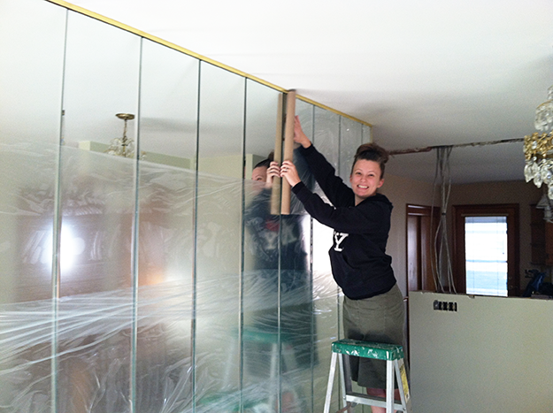 removing a mirrored wall mirror mirror on the wall. Black Bedroom Furniture Sets. Home Design Ideas