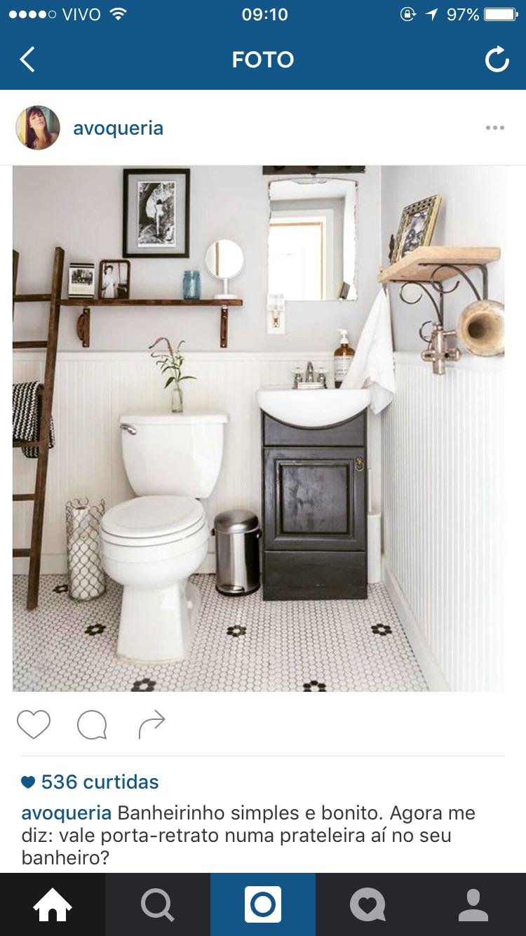 Banheiro clássico, preto e branco, clean