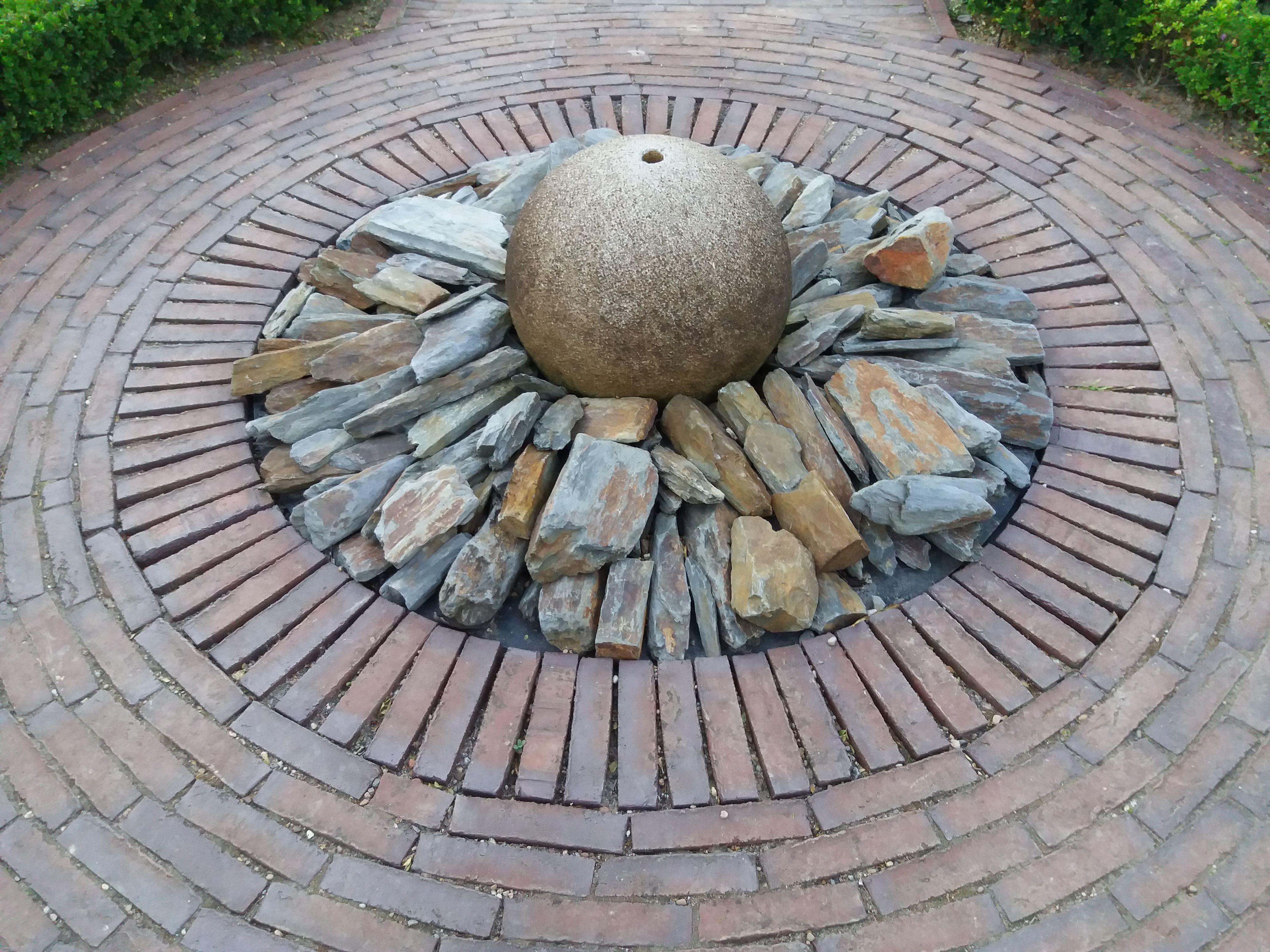 Springbrunnen Im Park Der Garten In Bad Zwischenahn In Deutschland Garten Gartendekoration Gartengestaltung Gartendekoration Springbrunnen Gartenkunst