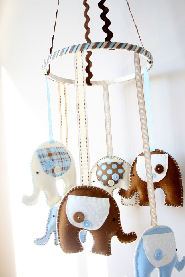 diy elephant mobile - this is PERFECT to match the elephant bedding we bought from PBK