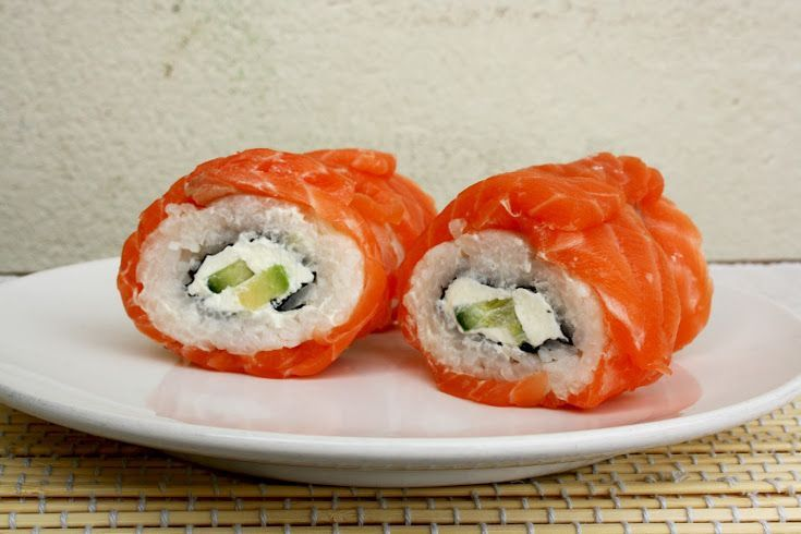 Cremige Avocado Lachs Philadelphia Sushi Rollen