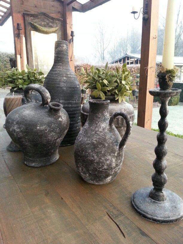 Nieuw Oude potten bewerkt met muurvuller, zwarte verf en bestrooid met SQ-18