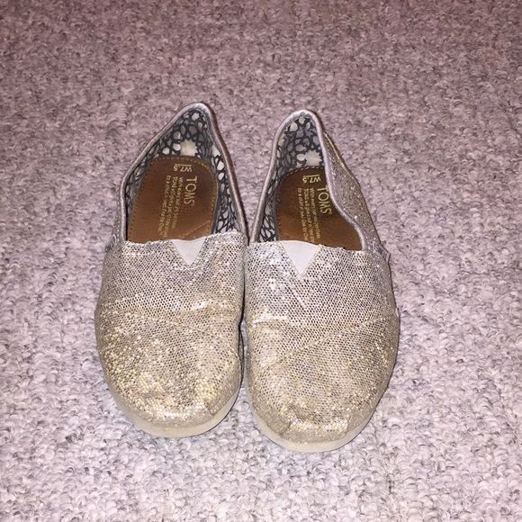 Glitter Toms Have been worn a lot but no sparkles have came off. TOMS Shoes