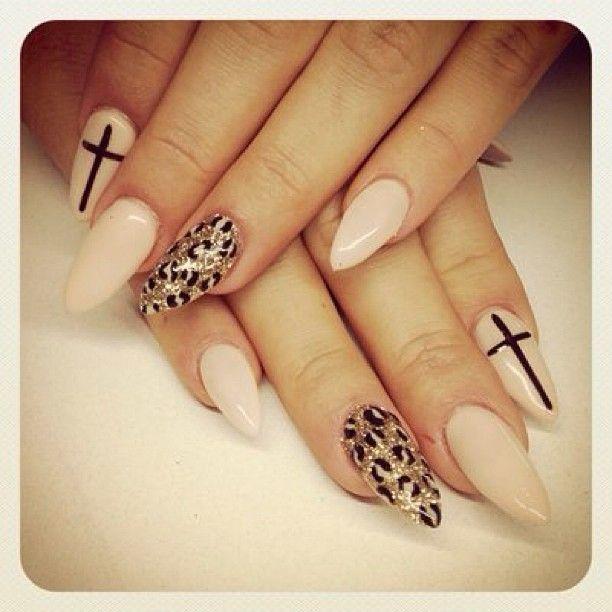 Pin by Luna Chino on Nail Art   Pinterest   Almond nails, Almonds ...
