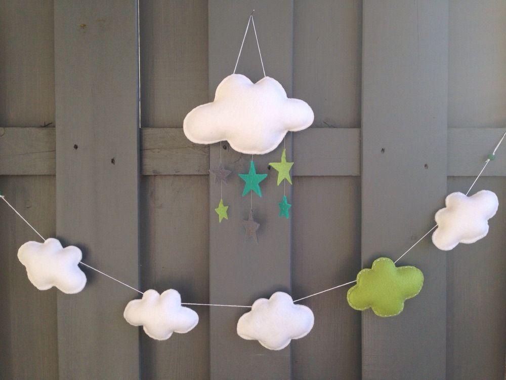 Blanc Mobili ~ Guirlande nuage faite de nuages blancs et vert en feutrine