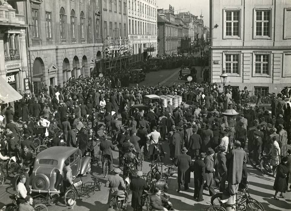 The Germans Are Arresting The Staff Of The British Embassy In Copenhagen To Be Taken To Internment 9 4 1940 Bredgade Skt Annaes Old Photos Internment Denmark