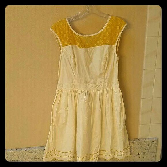 Cream and yellow retro dress size 12/L Eshakii flirty retro dress with lace. 100% cotton eshakii Dresses Midi