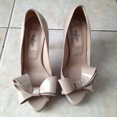 Valentino Garavani Dorsay Nude Patent Bow Platform Pump Shoes