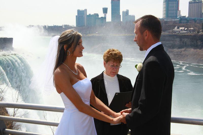 Heavenlee Weddings Destination Weddings Niagara Falls Wedding Fall Ceremony Fall Wedding Venues