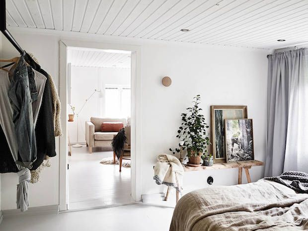 Bedroom in a charming Swedidh cottage by a lake. Stadshem. My Scandinavian Home.