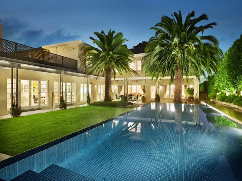 Toorak, VIC Sales Agents - Gerald Delany and Michael Armstrong Kay & Burton - South Yarra (03) 9820 1111 15/8/14