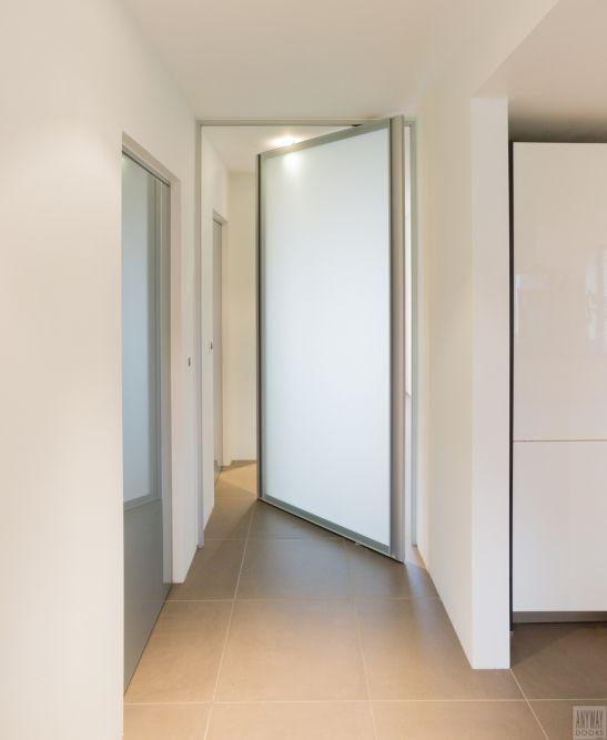 Moderne glazen pivoterende deur met gezuurd glas Anyway Doors - puertas interiores modernas