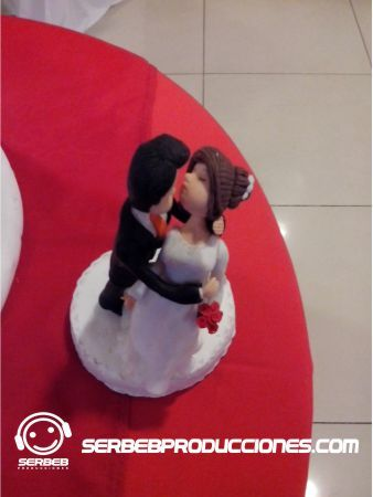 Sí deseas ver diseños de muñecos divertidos, haz clic en el siguiente enlace http://serbebproducciones.com/index.php/noticias/35-noticias/102-munecosdivertidosparabodas.html