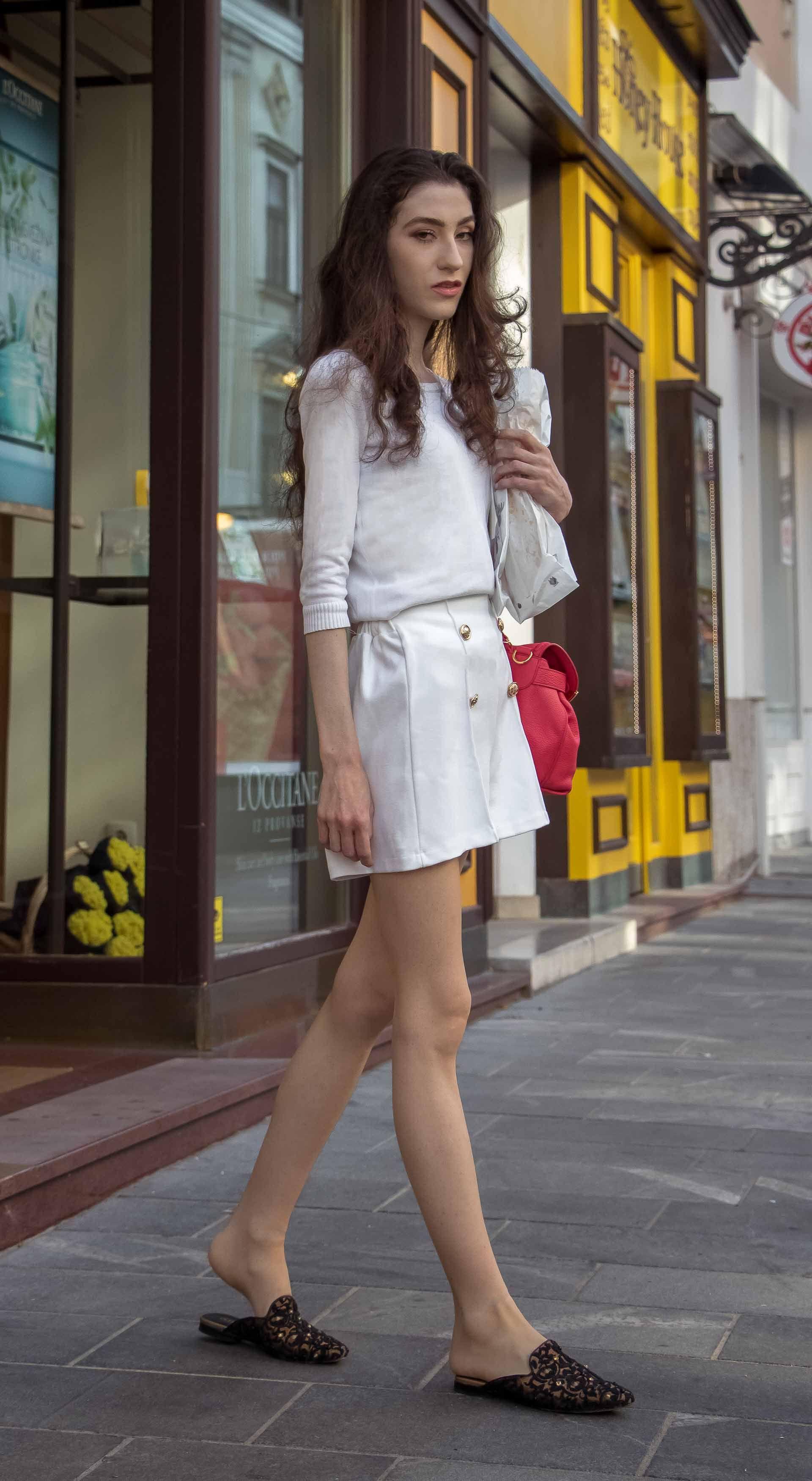 ef29eb91e4fb Slovenska modna blogerka Veronika Lipar of Brunette from Wall wearing all  in white outfit